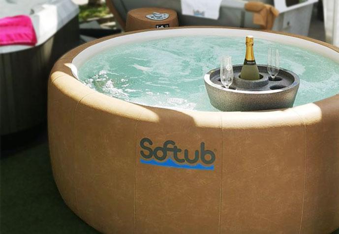 jacuzzi Softub Legend s kameljo zunanjo oblogo s plavajočim pladnjem
