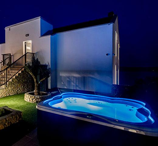 Jacuzzi Lodge S na terasi nočna
