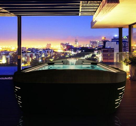 Jacuzzi 587 na terasi z razgledom