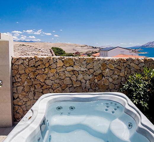 Jacuzzi Lodge S na terasi s pogledom